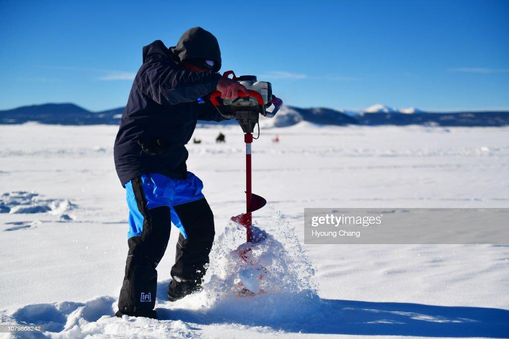 ice fishing Antero Reservoir : News Photo