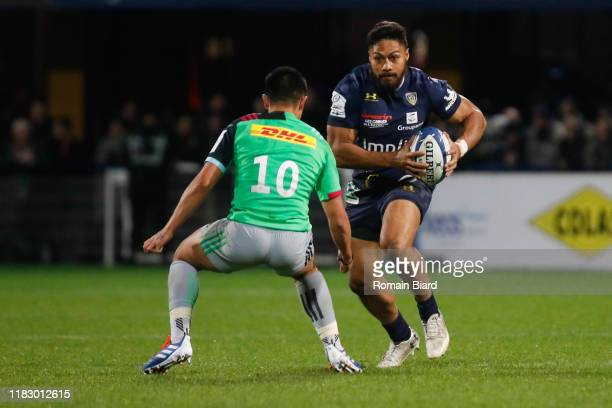 George MOALA of Clermont and Marcus SMITH of Harlequins during the European Rugby Champions Cup Pool 3 match between ASM Clermont Auvergne and...