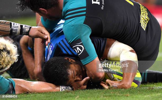 George Moalaa of the Blues scores the match winning try during the 2018 Global Tens Men's Grand Final match between the Blues and Hurricanes at...