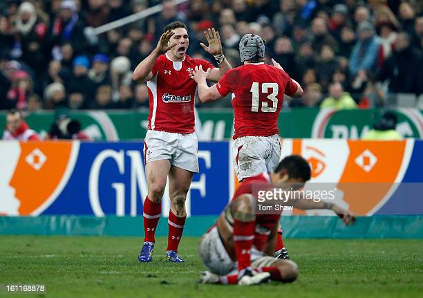 George North of Wales celebrates victory with Jonathan Davies during the RBS Six Nations match between France and Wales at Stade de France on...