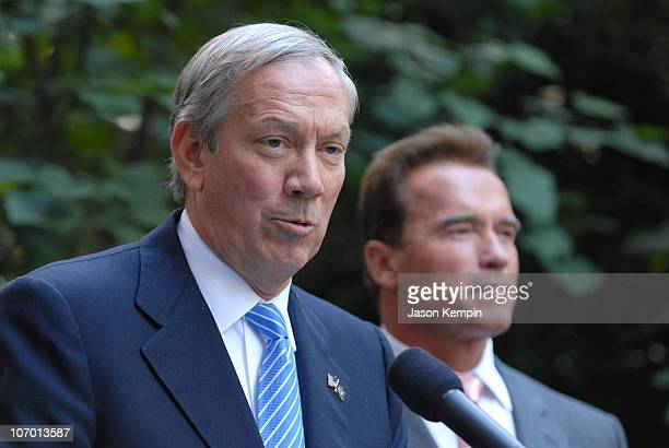 George Pataki and Arnold Schwarzenegger during California Governor Arnold Schwarzenegger and New York Governor George Pataki Meet on Greenhouse Gas...