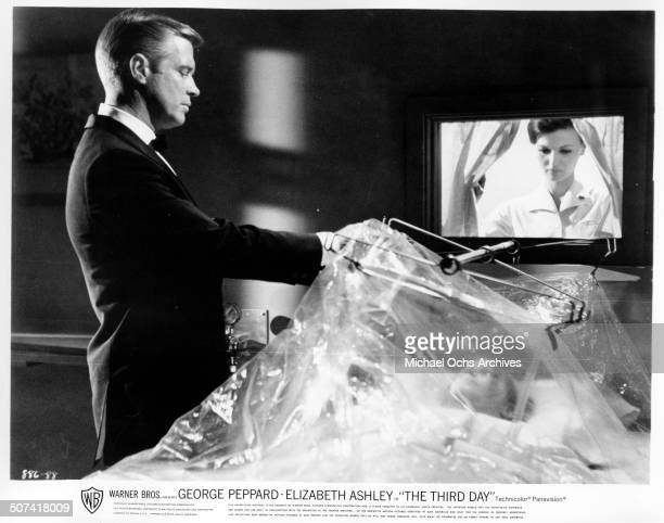 """George Peppard look at dieing Sally Kellerman in a scene from the Warner Bros. Movie """"The Third Day"""", circa 1965."""