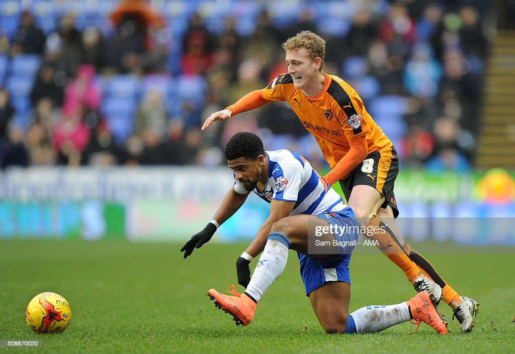 George Saville of Wolverhampton Wanderers and Gareth McCleary of Reading during the Sky Bet Championship match between Reading and Wolverhampton Wanderers on February 6, 2016 in Sam Bagnall - AMA/Getty Images)