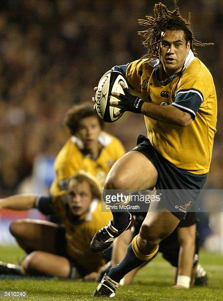 George Smith of the Wallabies makes a break during the Tri Nations second Bledisloe Cup match between the New Zealand All Blacks and the Australian...