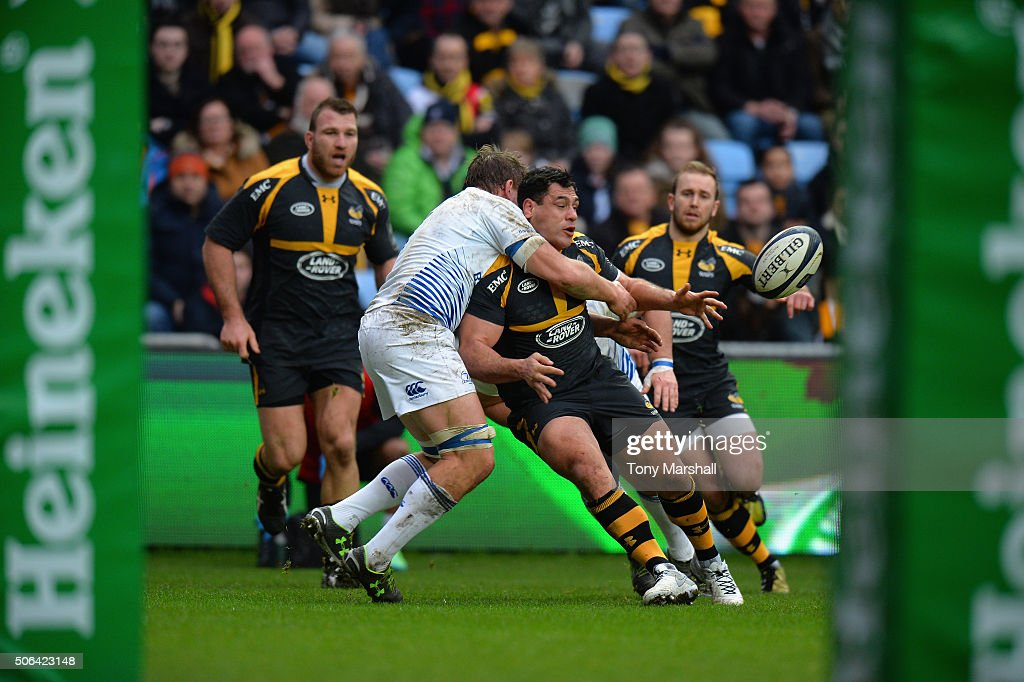 George Smith of Wasps is tackled by Jack McGrath of Leinster Rugby during the European Rugby Champions Cup match between Wasps and Leinster Rugby at Ricoh Arena on January 23, 2016 in Coventry, England.