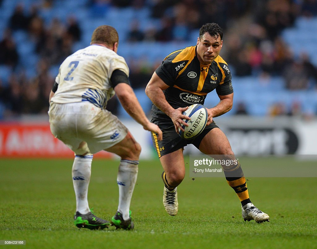 George Smith of Wasps looks for a way past Sean Cronin of Leinster Rugby during the European Rugby Champions Cup match between Wasps and Leinster Rugby at Ricoh Arena on January 23, 2016 in Coventry, England.