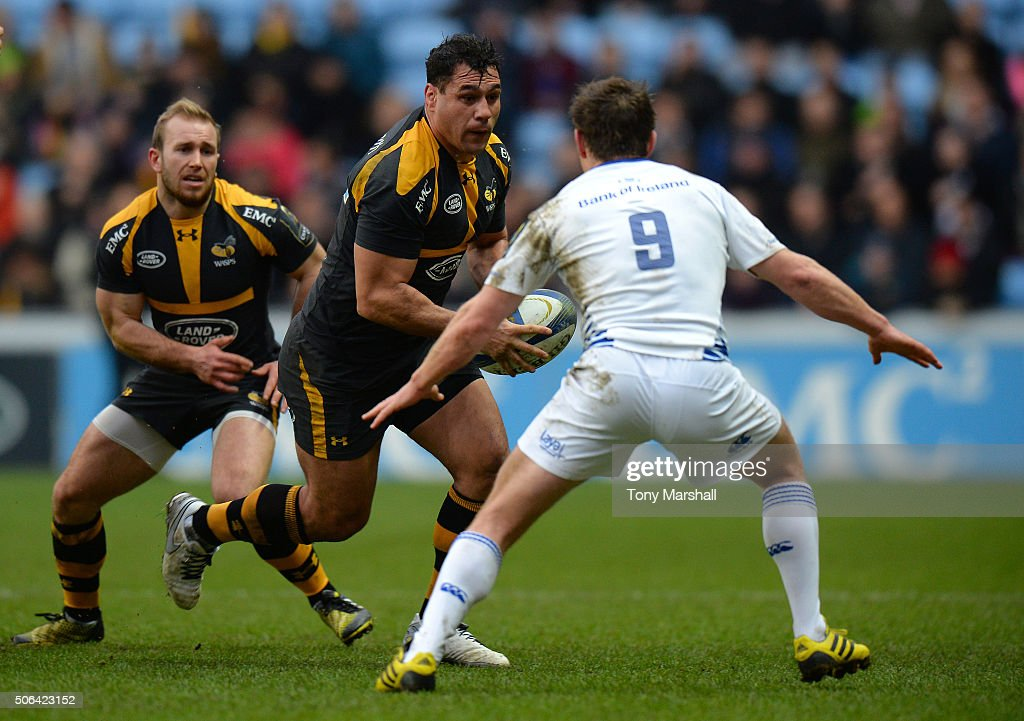 George Smith of Wasps looks for way past Eoin Reddan of Leinster Rugby during the European Rugby Champions Cup match between Wasps and Leinster Rugby at Ricoh Arena on January 23, 2016 in Coventry, England.