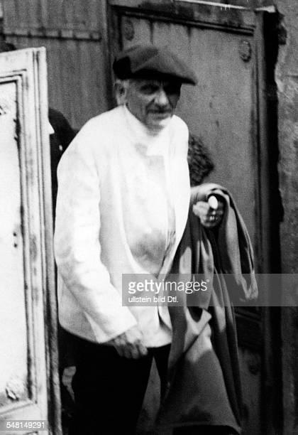 George Stefan *12071868 Dichter D Halbportrait 1933