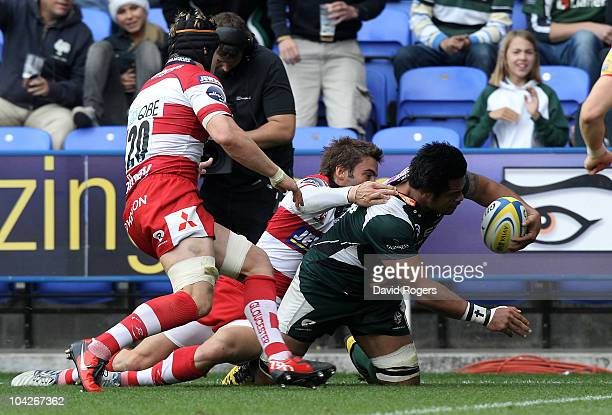 George Stowers of London Irish scores a try during the Aviva Premiership match between London Irish and Gloucester at the Madejski Stadium on...