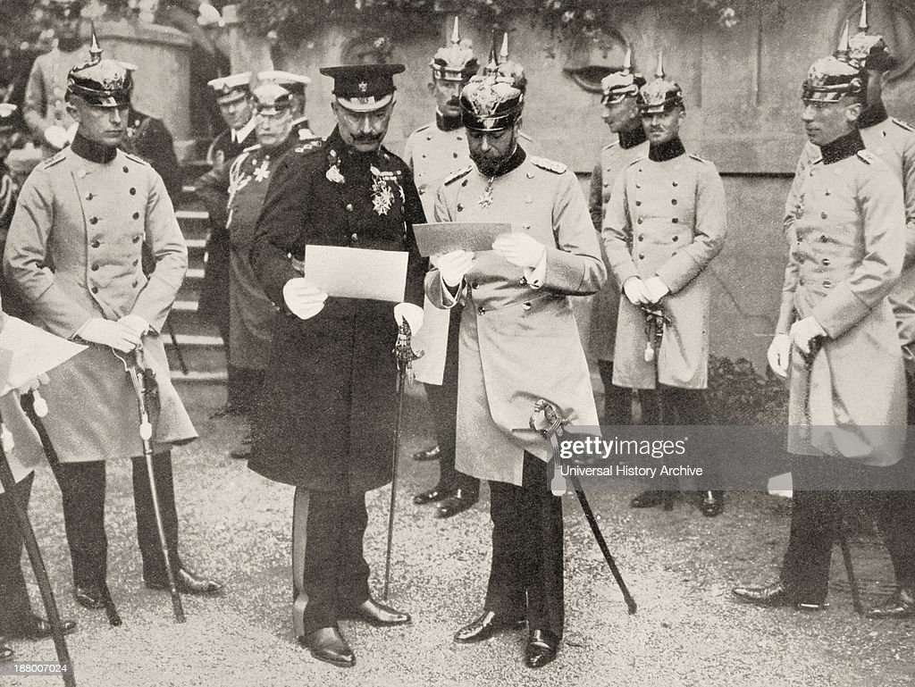 George V Of England (Right) Visiting His Cousin The Kaiser Wilhelm Ii Of Germany In 1913 : Fotografia de notícias