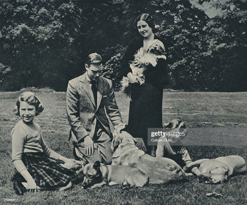 George VI with Queen Consort Elizabeth and Princesses : News Photo