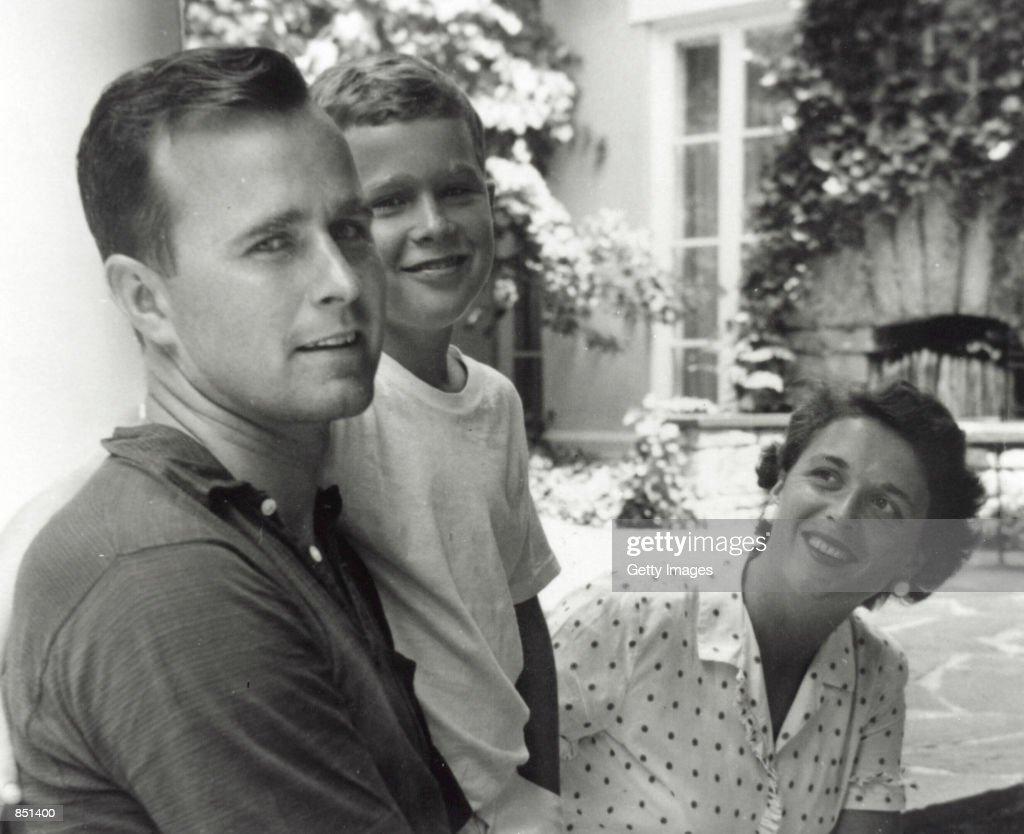 Bush Family Portrait, Summer 1955 : News Photo