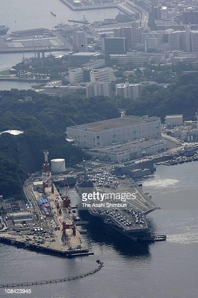 USS George Washington arrives at Yokosuka US Navy Base on September 25 2008 in Yokosuka Kanagawa Japan The nuclear aircraft carrier has been deployed...