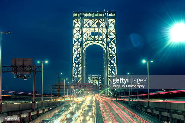 george washington bridge and traffic - george washington bridge stock pictures, royalty-free photos & images