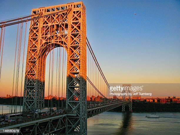 george washington bridge at sunset - george washington bridge stock pictures, royalty-free photos & images