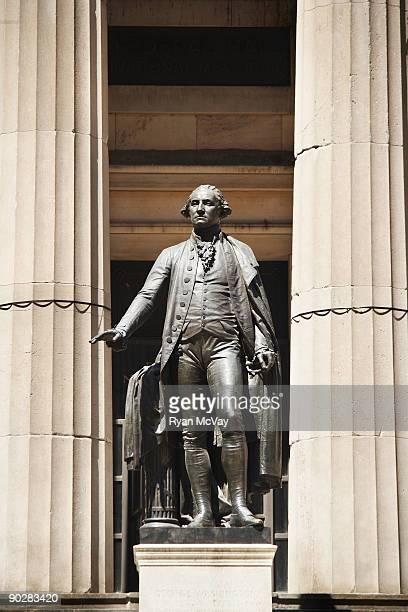 george washington statue at federal hall - denkmal stock-fotos und bilder