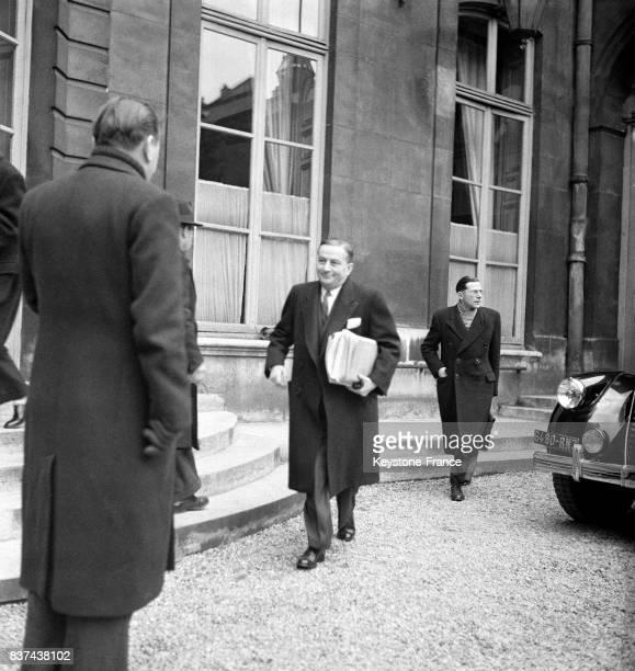 Georges Bidault ministre des Affaires étrangères sortant tout sourire du Conseil des ministres après avoir fait un long exposé sur la situation...