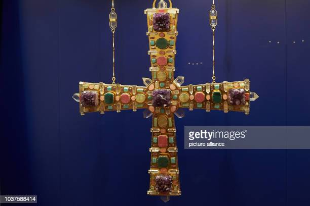 George's cross from 1969/1970 from the parish church Ruhpolding can be seen in the exhibition 'Karl Borromaeus Berthold Goldsmith for God and the...