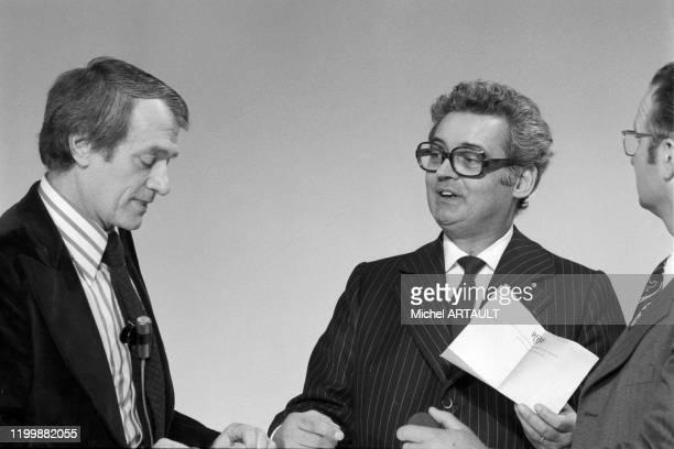 Georges de Caunes et Pierre Sabbagh lors de l'inauguration de la chaîne de télévision TF1 le 6 janvier 1975 à Paris France