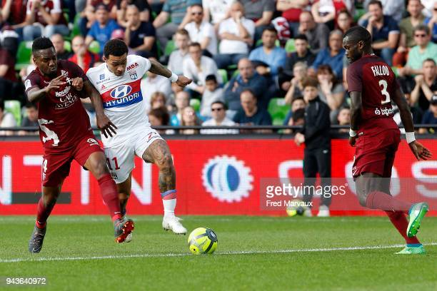 Georges Mandjeck of Metz and Memphis Depay of Lyon during the Ligue 1 match between Metz and Olympique Lyonnais at on April 8 2018 in Metz