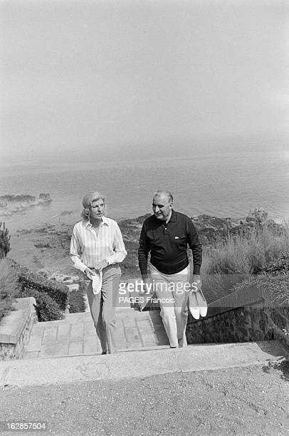 Georges Pompidou And His Wife Claude On Holiday In Brittany France pointe de l'Arcouest 25 juillet 1969 le président de la république française...