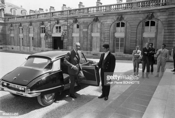 Georges Pompidou arrive en Citroen DS à l'Elysée en juin 1968 Paris France