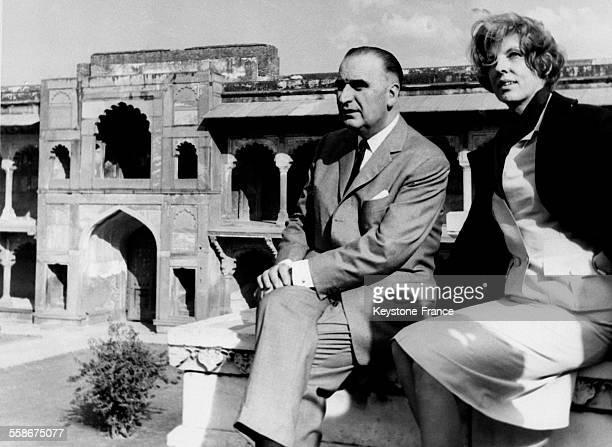 Georges Pompidou et sa femme Claude Pompidou visitant Agra Inde le 15 février 1965