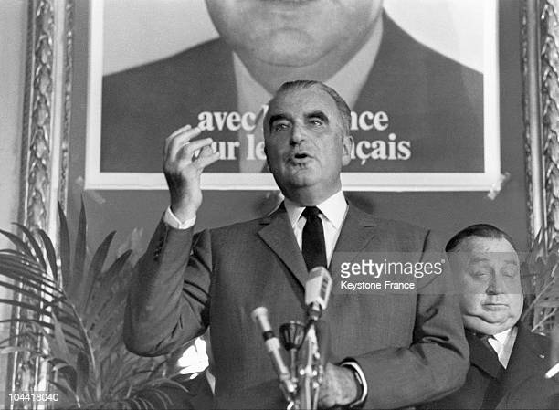 Georges POMPIDOU giving a speech at Metz's city hall during his presidential campaign To his left stands the Deputy Mayor of Metz Raymond MONDON It...