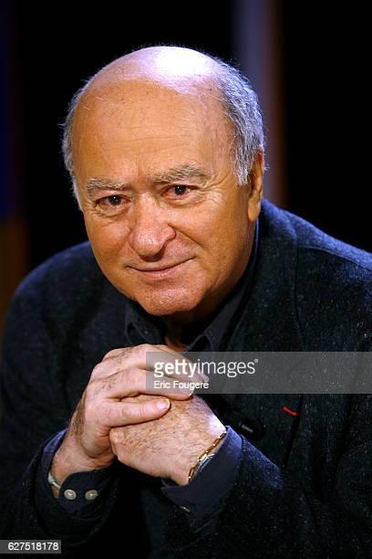 Georges Wolinski on the set of TV show 'Vol de Nuit'