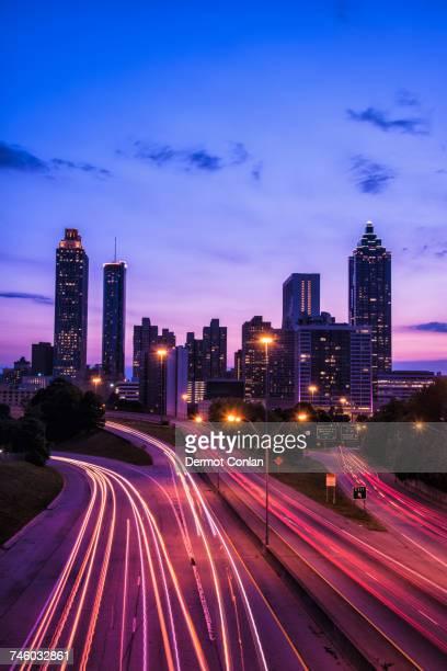 usa, georgia, atlanta, city skyline at dusk - atlanta georgia fotografías e imágenes de stock