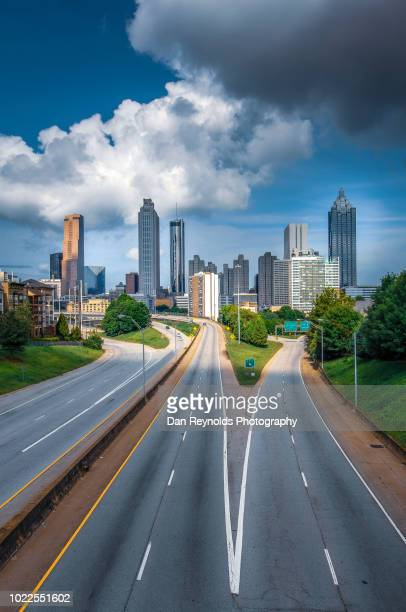 usa, georgia, atlanta, cityscape with skyscrapers at dusk - atlanta skyline stock pictures, royalty-free photos & images