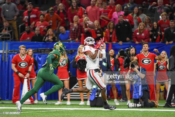 Georgia Bulldogs wide receiver George Pickens hauls in a first half touchdown pass as Baylor Bears cornerback Jameson Houston defends during the...