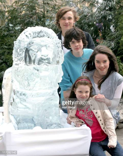 Georgia Henley Anna Popplewell Skandar Keynes and William Moseley alongside a lifesize ice sculpture of Aslan