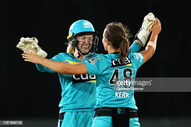 Georgia Redmayne of the Heat celebrates stumping Phoebe Litchfield of the Thunder with Amelia Kerr of the Heat off her delivery during the Women's...