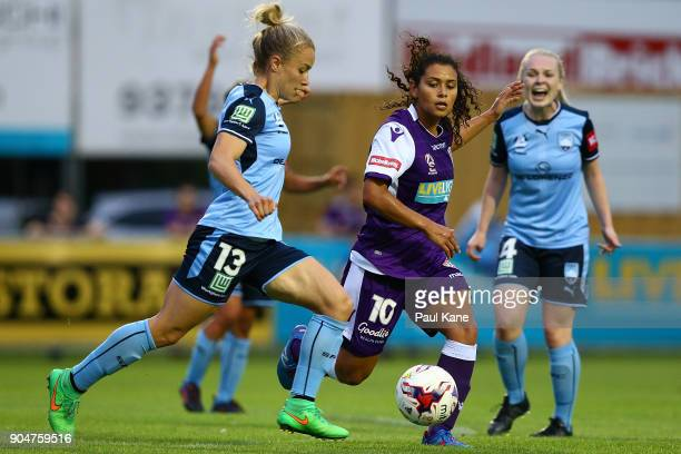 Georgia YeomanDale of Sydney controls the ball during the round 11 WLeague match between the Perth Glory and Sydney FC at Dorrien Gardens on January...