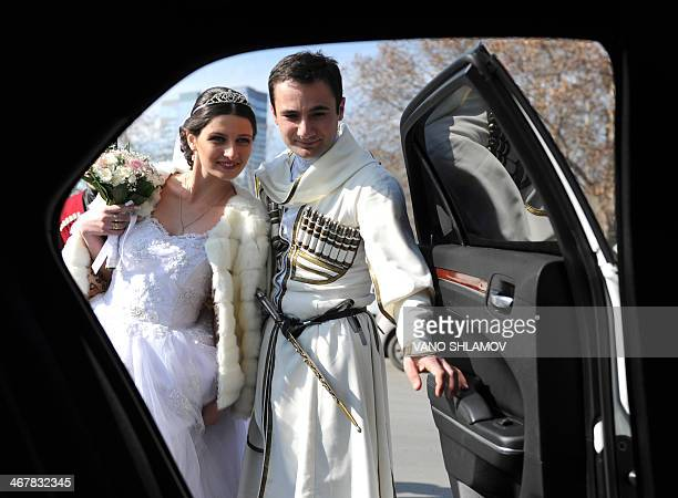 A Georgian bride and groom celebrate their wedding in Tbilisi on February 8 2014 AFP PHOTO / VANO SHLAMOV