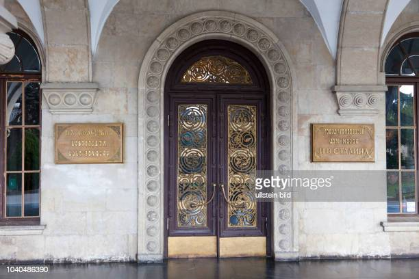 Georgien Region Innerkartlien in Zentralgeorgien Gori Stalins Geburtsstadt Staatliches Museum I W Stalin eröffnet 1957 Eingang in das Hauptgebäude...