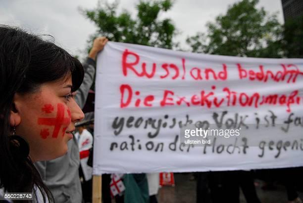 Georgier protestieren gegen das militärische Vorgehen Russlands in Berlin