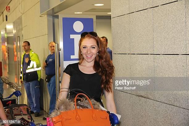 Georgina Bülowius Rückkehr der DschungelcampTeilnehmer 2013 der RTLRealityDschungelShow Ich bin ein Star Holt mich hier raus Flughafen Frankfurt am...