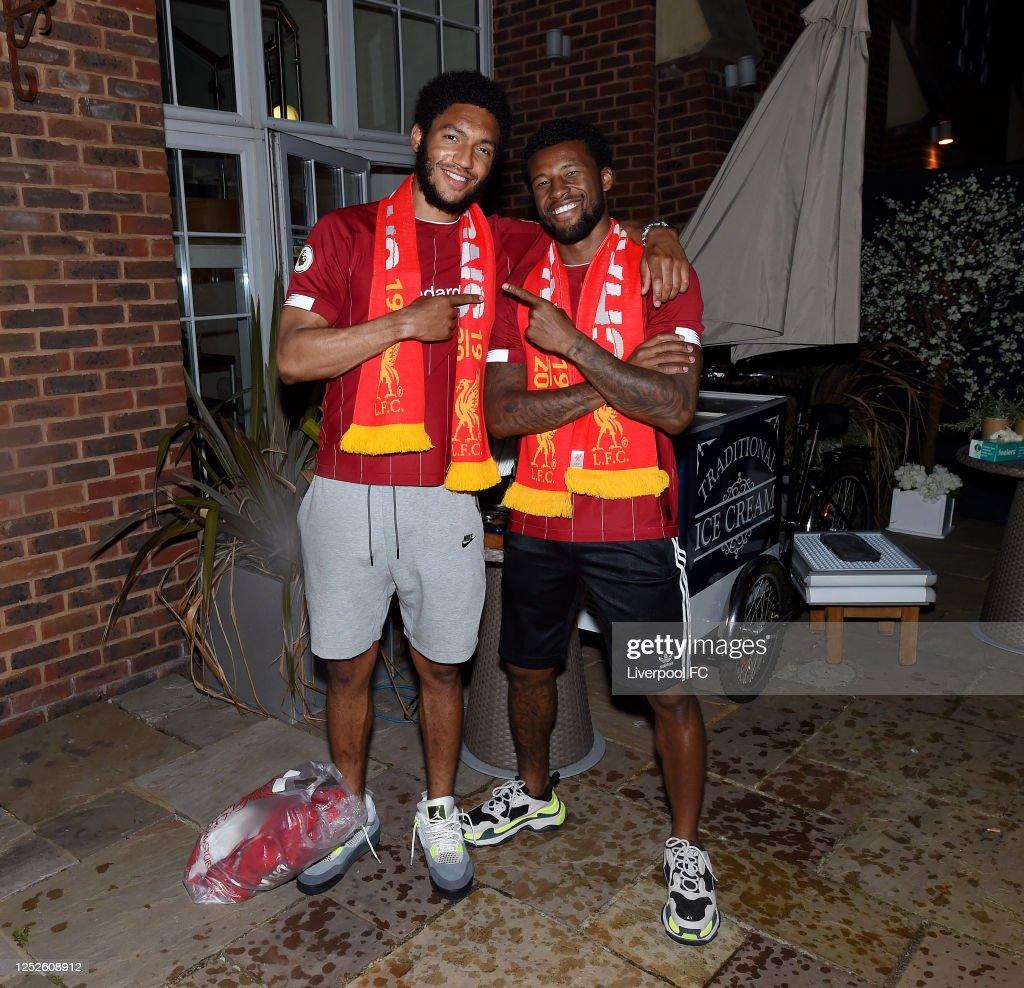Liverpool Players Celebrate Winning the Premier League : ニュース写真