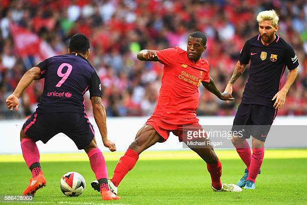 Georginio Wijnaldum of Liverpool takes on Luis Suarez and Lionel Messi of Barcelona during the International Champions Cup match between Liverpool...