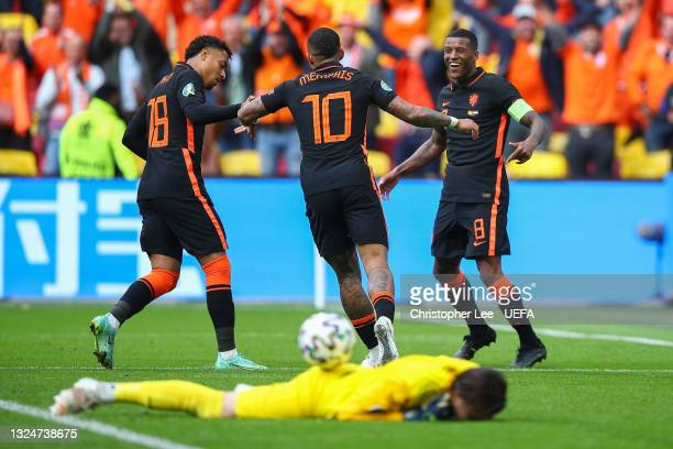 Georginio Wijnaldum of Netherlands celebrates with teammates Memphis Depay and Donyell Malen after scoring their side's third goal during the UEFA...