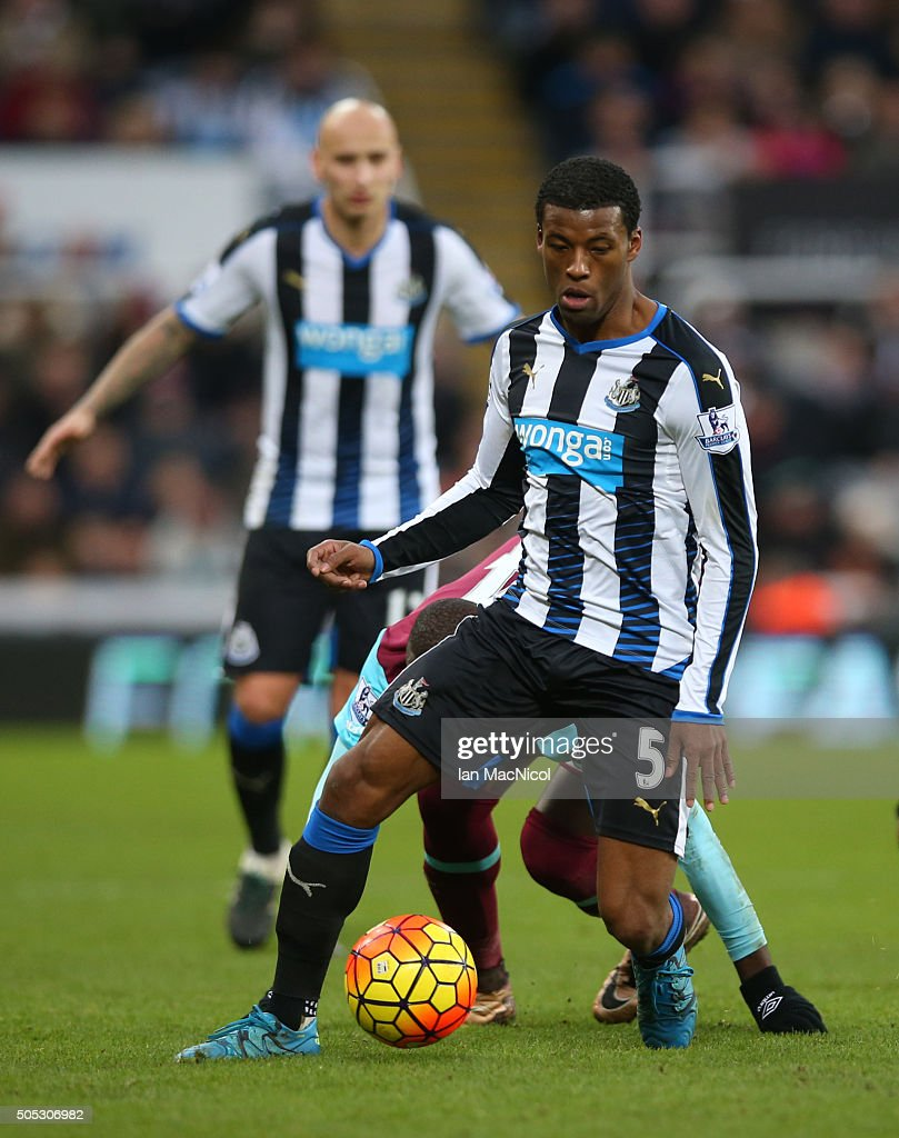 Georginio Wijnaldum of Newcastle United controls the ball during the Barclays Premier League match between Newcastle United and West Ham United at St James Park on January 16, 2016 in Newcastle, England.