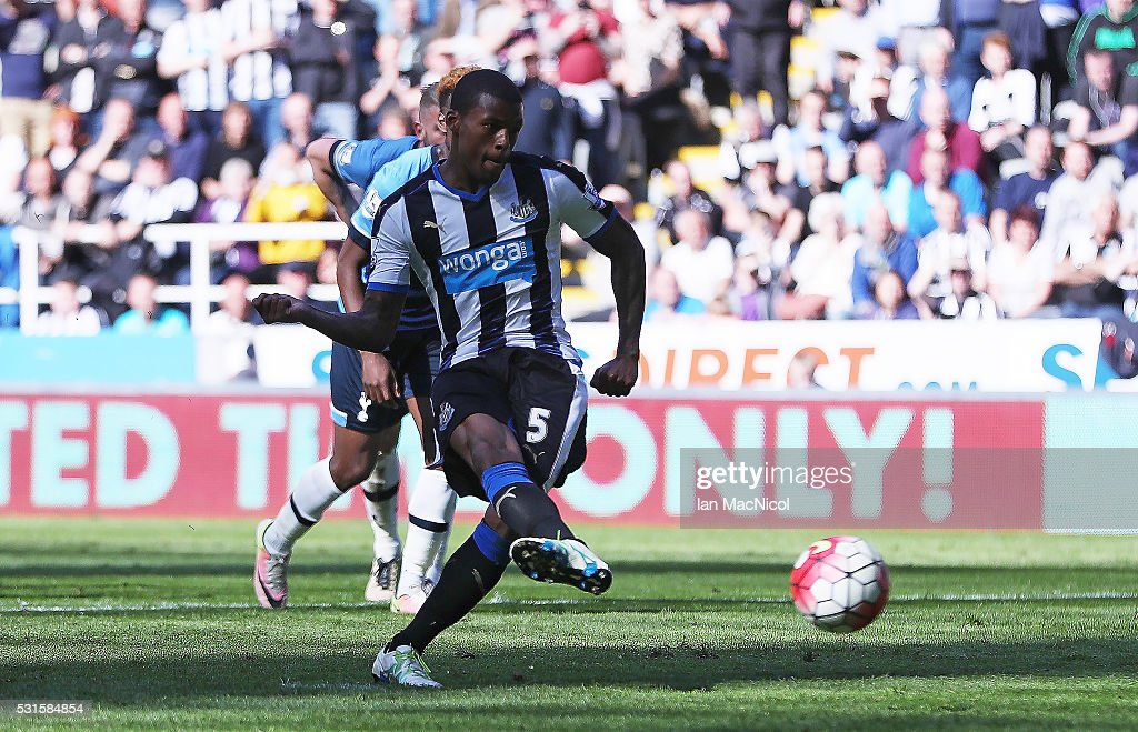 Georginio Wijnaldum of Newcastle United converts the penalty to score his team's third goal during the Barclays Premier League match between Newcastle United and Tottenham Hotspur at St James' Park on May 15, 2016 in Newcastle, England.