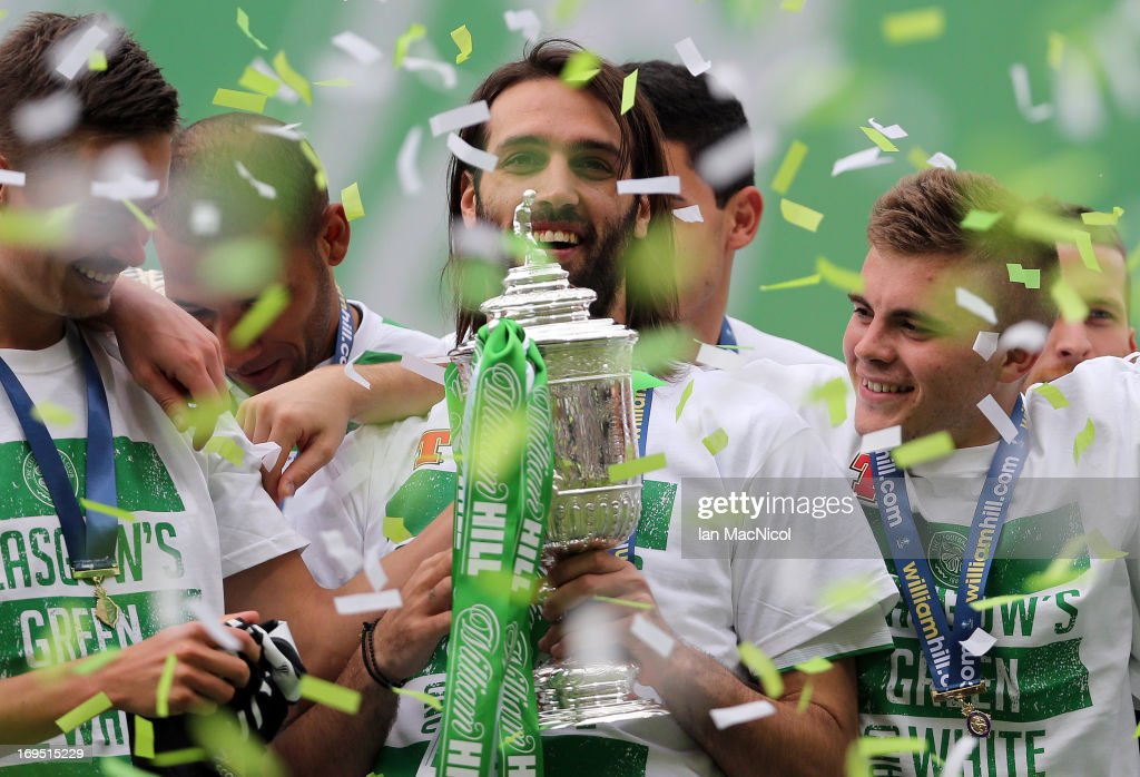 Celtic v Hibernian - William Hill Scottish Cup Final : News Photo
