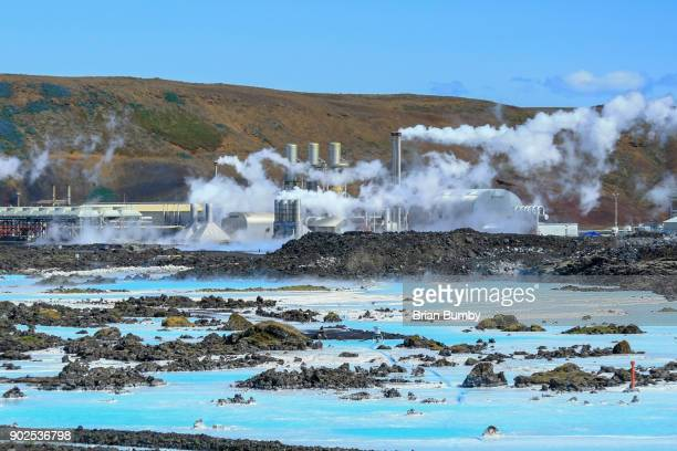 geothermal power plant at the blue lagoon in iceland - energia geotermica fotografías e imágenes de stock