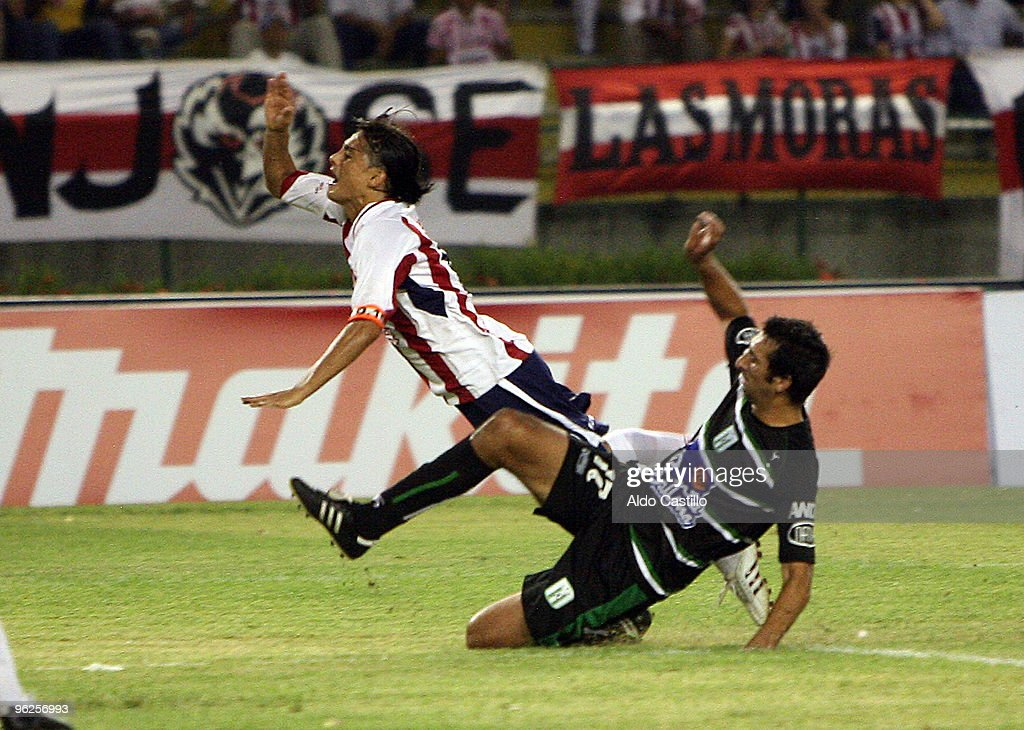 Geovanni Hernandez (L) of Colombia's Junior figths for the ball with Ignacio Pallas of Uruguay's Racing during their match as part of the Santander Libertadores Cup 2010 at Metropolitano Roberto Melendez Stadium on January 28, 2010 in Barranquilla, Colombia.