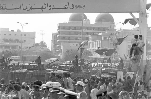 Gepanzerte Fahrzeuge bei einer Militärparade in Bengasi im September 1979 anlässlich des 10 Jahrestages des Sturzes der Monarchie