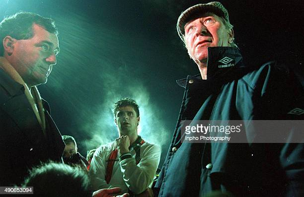 Ger Canning of RTE interviews Jack Charlton while Niall Quinn looks on 1994 Mandatory Credit ©INPHO/Billy Stickland