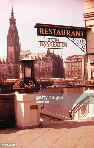 Ger Hamburg ca 1958 Stadtansicht Restaurant zum Hanseaten am Wasser im Hintergrund das Rathaus